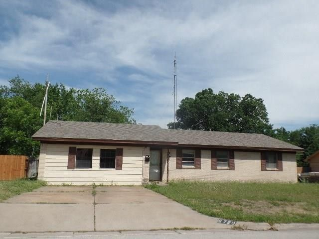 6729 Robindale Rd, Forest Hill, TX 76140