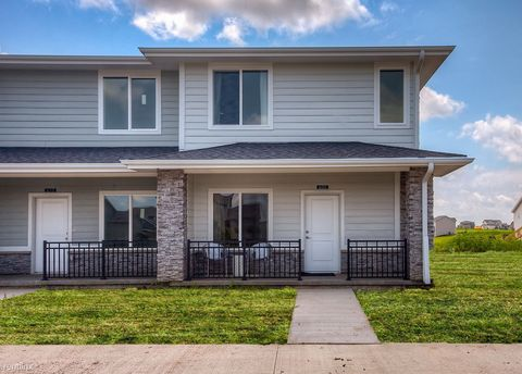 Photo of 2300 Se Parkview Crossing Dr, Waukee, IA 50263