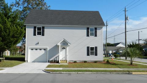 1212 Bridges St, Morehead City, NC 28557