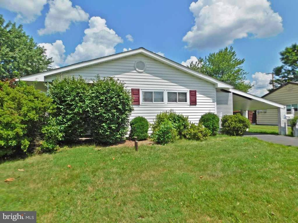 10 Beechtree Rd Levittown, PA 19057