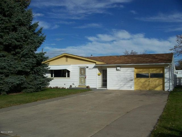 4237 lewis ave great falls mt 59405 home for sale real estate - The living room great falls mt ...