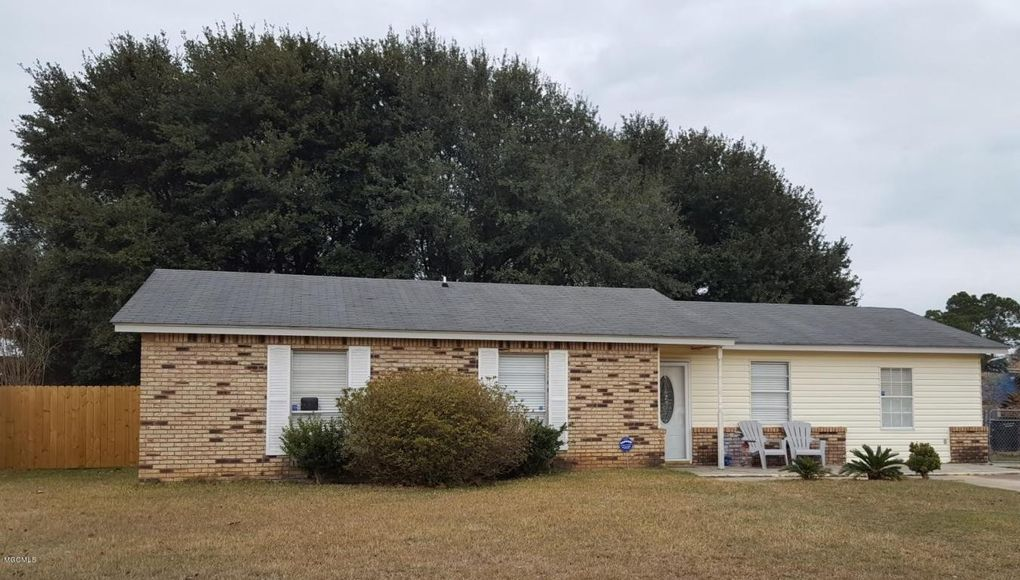13108 Sweetbriar St, Ocean Springs, MS 39564