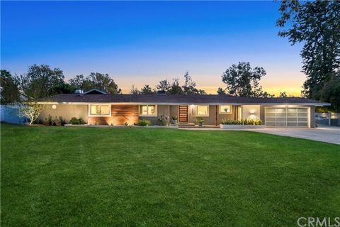 1326 Muirfield Rd, Riverside, CA 92506