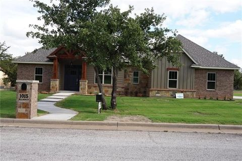 Photo of 1015 Westwood Dr, Graham, TX 76450