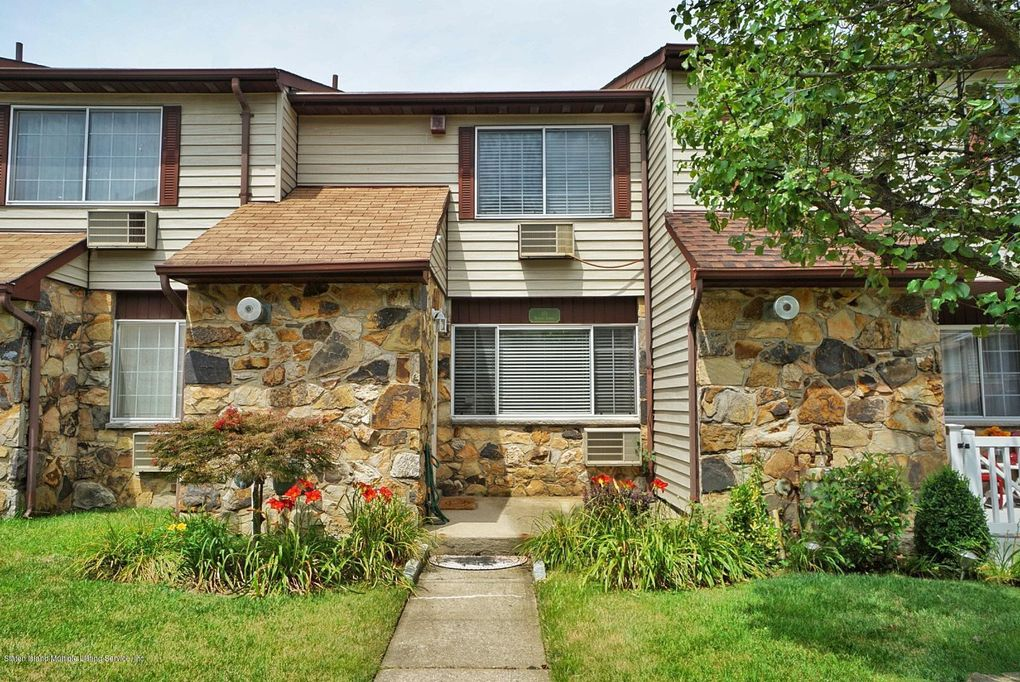 17 Fuller Ct Unit A Staten Island, NY 10306