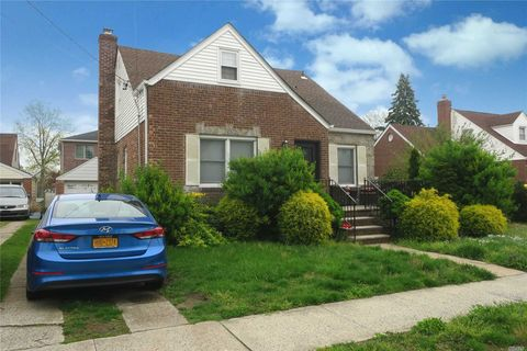 Photo of 956 N 3rd St, New Hyde Park, NY 11040