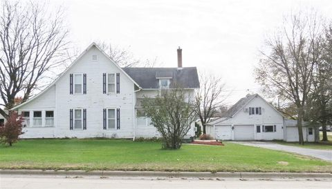 Photo of 403 Pershing Rd, Maquoketa, IA 52060