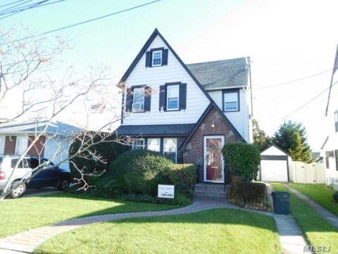 Photo of 142 Rocklyn Ave, Lynbrook, NY 11563