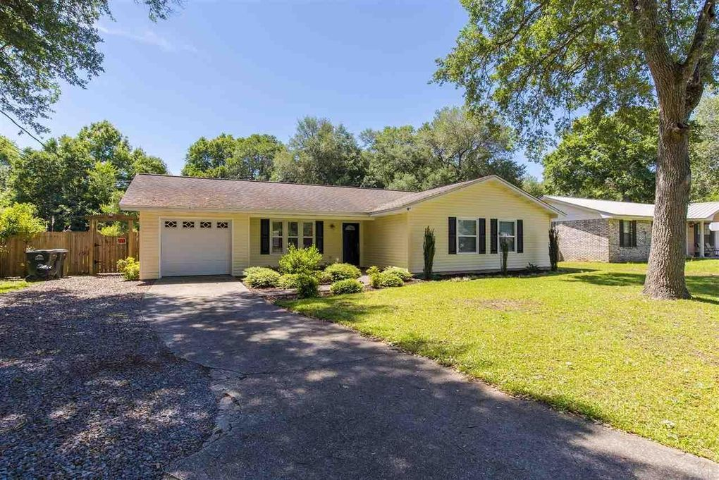 5449 Chipper Ln, Pace, FL 32571