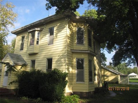 1626 Evelyn St, Perry, IA 50220