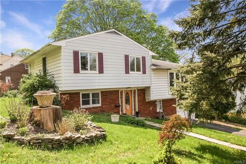 80 Lakeview Ave, Hartsdale, NY 10530