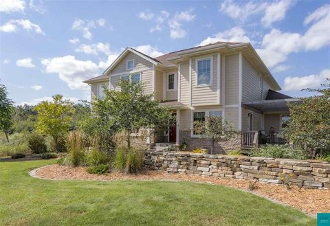 Photo of 2738 Northridge Dr, Duluth, MN 55811