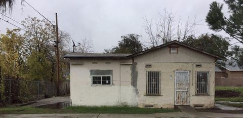 7218 N College Ave, Pinedale, CA 93650