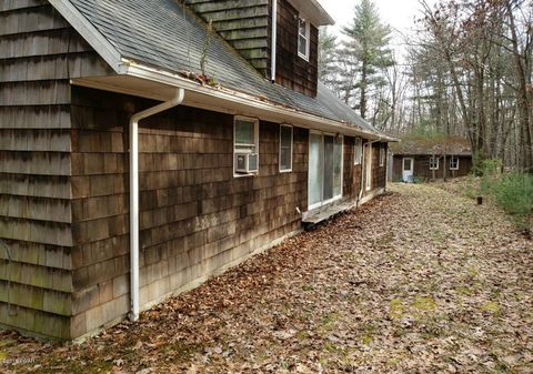 19 Ruffed Grouse Dr, Lakeville, PA 18438