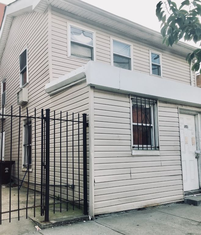 Bronx Realty Apartments For Rent: 801 E 215th St, Bronx, NY 10467