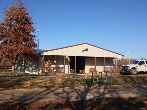 283 Bumble Bee Dr, Linn Creek, MO 65052