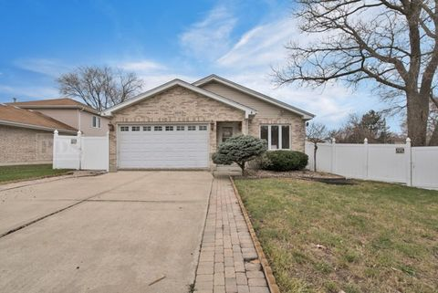Photo of 8414 S 82nd Ct, Hickory Hills, IL 60457