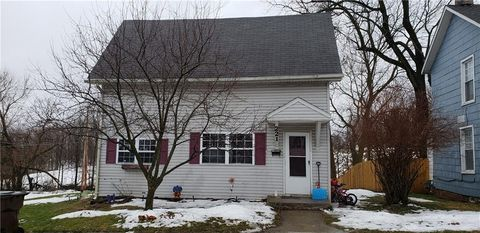 Photo of 221 Walnut St, Mechanicsburg, OH 43044