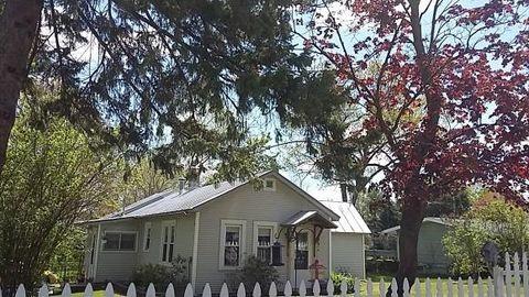 704 S Pine St, Weyauwega, WI 54983