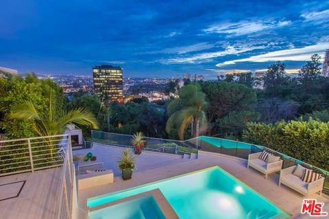 8954 St Ives Dr, Los Angeles, CA 90069