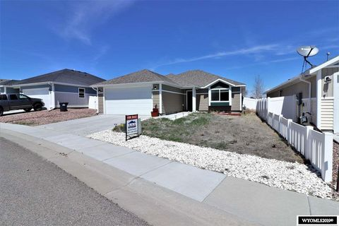 Photo of 1511 Red Tail Dr, Rock Springs, WY 82901