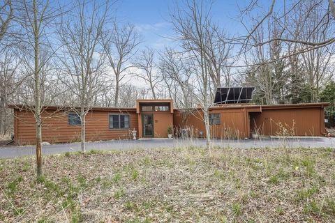 409 E Witchwood Ln, Lake Bluff, IL 60044