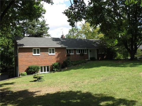 127 W Ridgeway Dr  Centerville  OH 45459. Centerville  OH Real Estate   Centerville Homes for Sale   realtor
