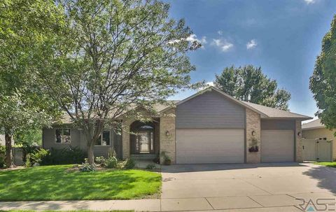 Photo of 719 W Laquinta Ave, Sioux Falls, SD 57108