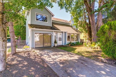 Photo of 9785 Sw London Ct, Tigard, OR 97223