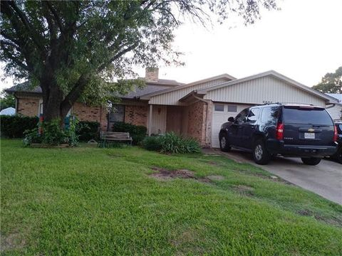 Photo of 6804 Woodway Dr, Fort Worth, TX 76133