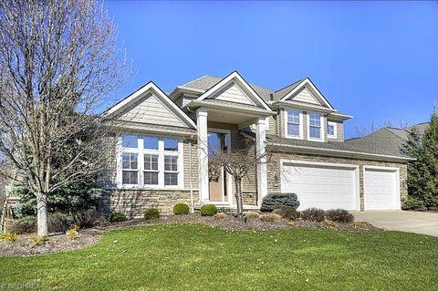 424 Saint Andrews Ln, Broadview Heights, OH 44147