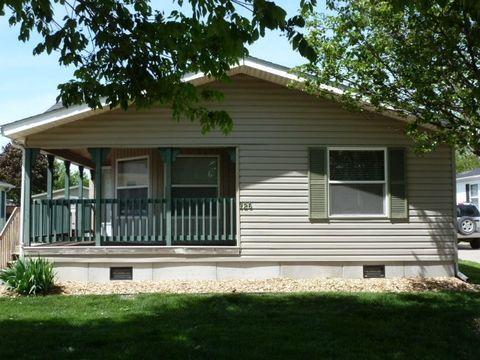 126 Paddock Cir, Iowa City, IA 52240