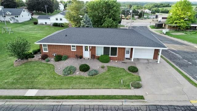 220 Domi Ave, Dickeyville, WI 53808
