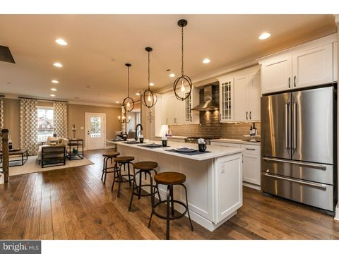 Newtown square pa real estate newtown square homes for - 600 exterior street bronx ny 10451 ...