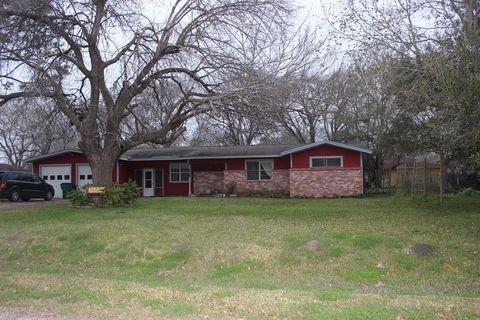Photo of 216 E Elizabeth Ave, Palacios, TX 77465