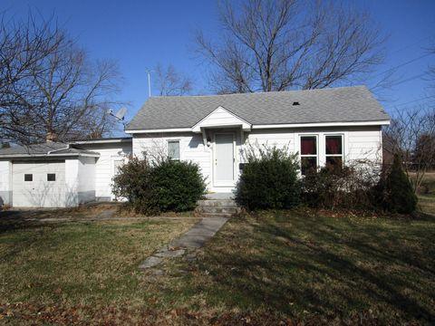 406 Biby St, Christopher, IL 62822