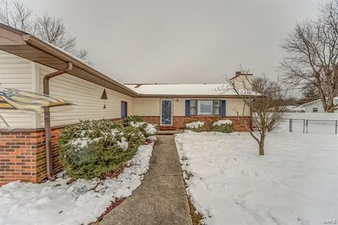 214 Willow Dr, Collinsville, IL 62234
