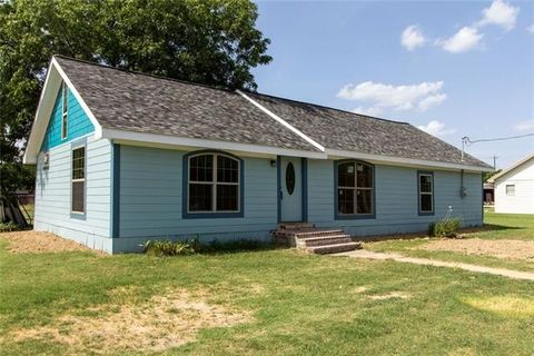 Photo of 201 E South Front St, Frost, TX 76641