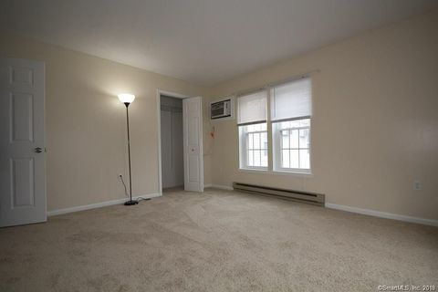 Photo of 82 Longview St Apt 10, Waterford, CT 06385
