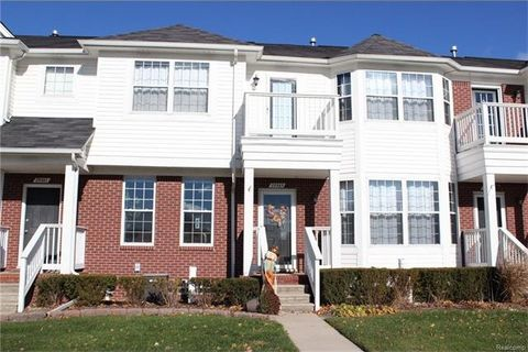29365 Classic Dr, Chesterfield Township, MI 48051
