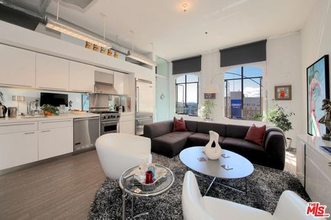 Photo of 6253 Hollywood Blvd Apt 1105, Los Angeles, CA 90028