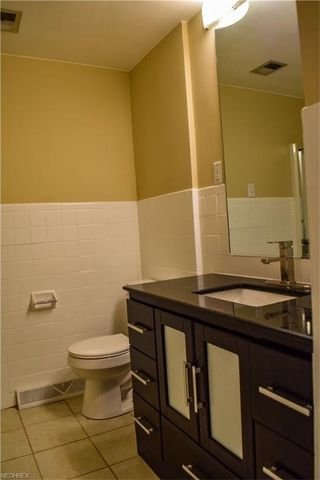 Bathroom Vanities Youngstown Ohio 834 edenridge dr, youngstown, oh 44512 - realtor®
