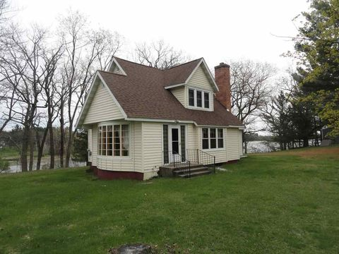 518 E South Lake St, Hancock, WI 54943