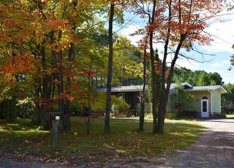 640 Cherry Creek Rd, Marquette, MI 49855