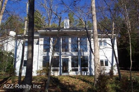 Photo of 231 Forbush Mountain Dr, Chapel Hill, NC 27514