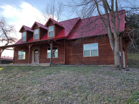 Photo of 3440 Richmond Rd, Irvine, KY 40336