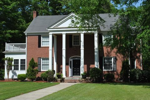 Photo of 306 W Burnette Ave, Enfield, NC 27823