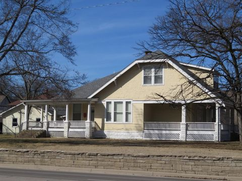 Photo of 518 E Madison Ave, Iola, KS 66749