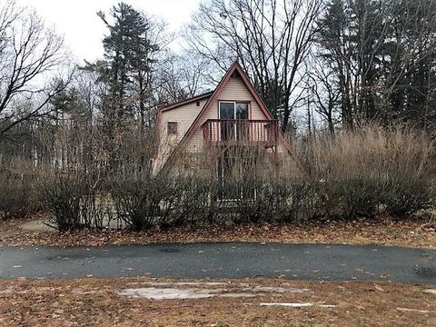 Photo of 45 Woodlawn Ln, Willsboro, NY 12996