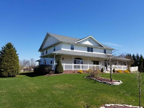 Photo of 4612 E Cardinal Dr, Syracuse, IN 46567